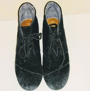 TOM'S Youth Size 2 Suede Booties Black Hi tops